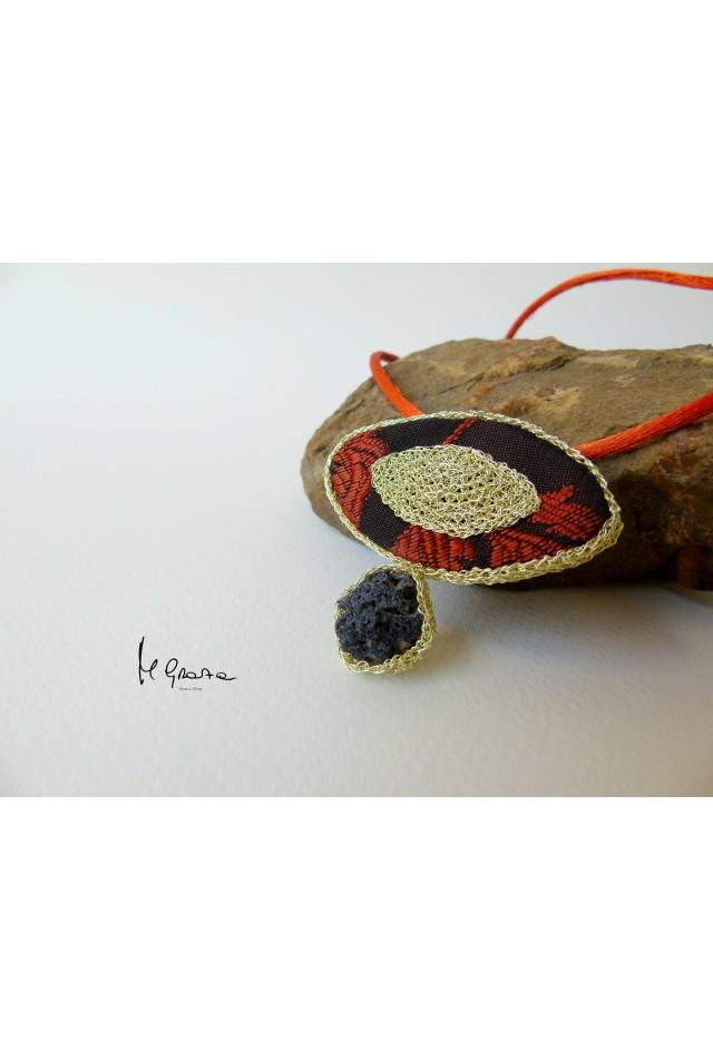 Ciondolo in broccato sardo e lava dell'Etna